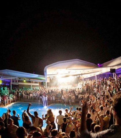 Mykonos Beach Bars party do's and don'ts